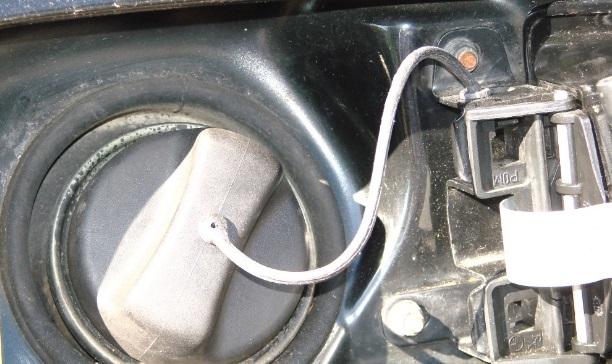 Range Rover L322 fuel cap retaining tether