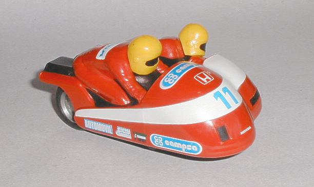 Scalextric parts - motorcycle sidecar heads